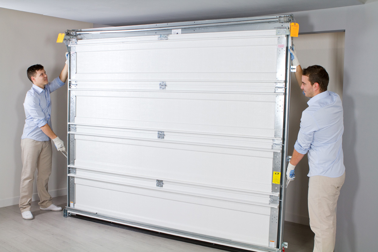 Comment installer sa porte de garage pav habitat le for Installation porte de garage enroulable