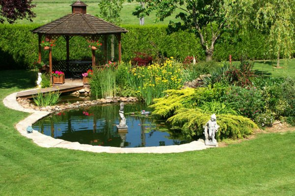 Ornement ext rieur que choisir entre bassin de jardin et fontaine pav habitat le site de for Photo bassin de jardin